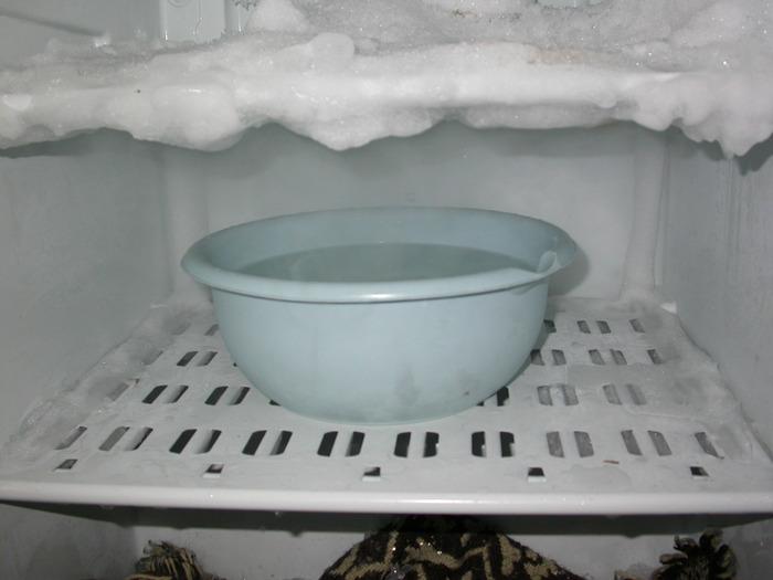 Почему в холодильнике стоит вода